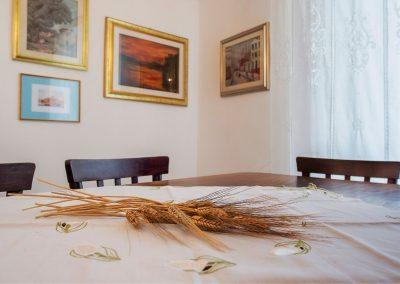 Palazzo Matilde B&B Acerenza - tavolo salone